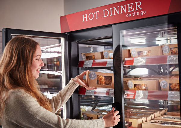 Girl taking rotisserie chicken food-to-go box out of a Flexeserve Hub®